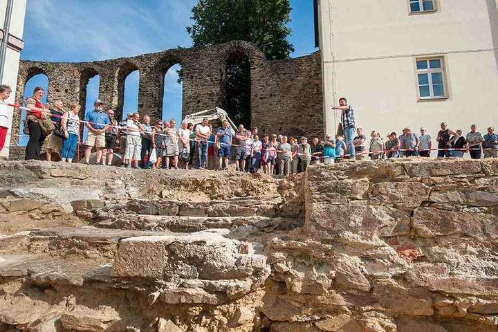 Viele Annaberger wollten sich die alten Klostermauern anschauen, bevor das Finanzamt dort entsteht.