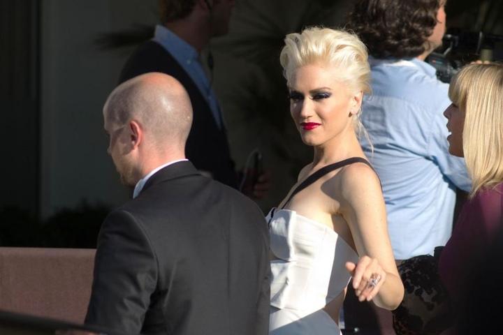 """2011: Gwen Stefani verlässt das Hotel """"Martinez"""" in Cannes."""
