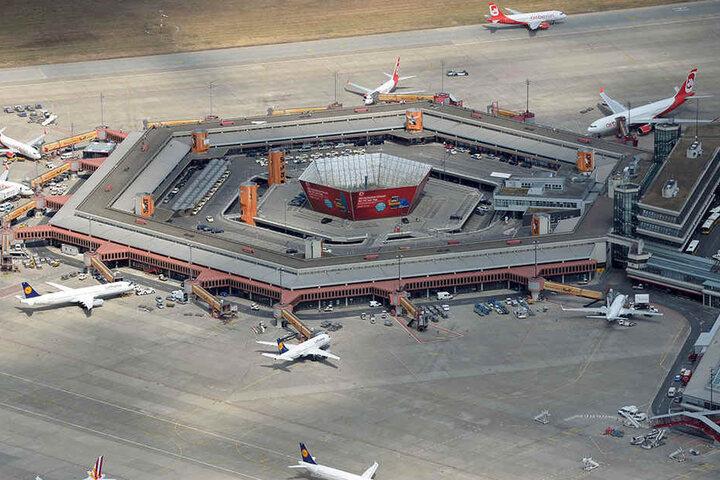 Geht es nach den Berlinern, soll der Flughafen Tegel auch nach der Eröffnung des BER offen bleiben. Der Senat plädierte vor dem Volksentscheid für eine Schließung.