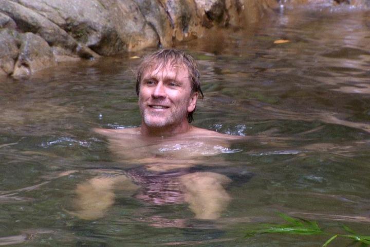 Heute endlich mal im Bild: Bäääm-Ansgar lässt sich das Baden nicht verbieten und hat den Badesee schon mal für sich in Beschlag genommen.