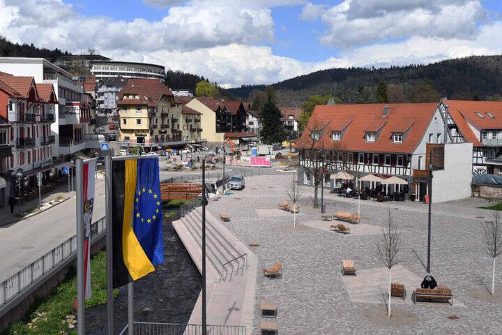 Blick auf den Rathausplatz in Bad Herrenalb.