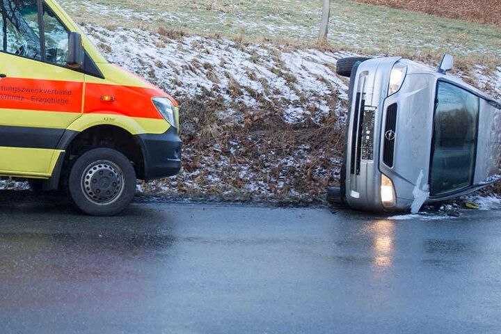 Die Fahrerin konnte sich und ihre Kinder selbst aus dem Auto befreien.