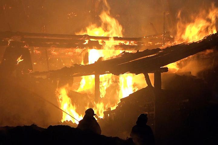 Feuerwehren aus mehreren Orten waren zur Brandbekämpfung eingesetzt.