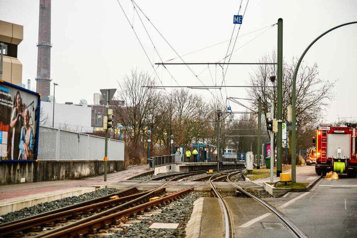 Die Schildescher Straße zwischen der Sudbrack- und Brüggemannstraße wurde zur Bergung des Wagens gesperrt.