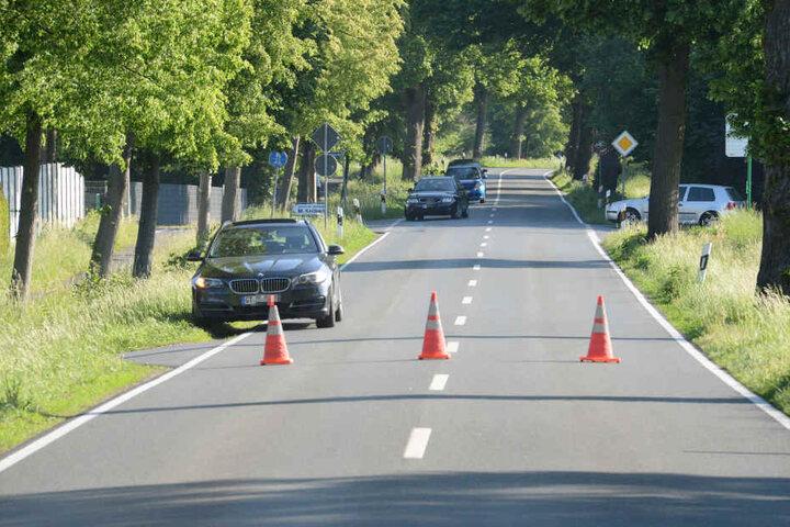 Die Avenwedder Straße blieb rund zwei Stunden gesperrt.