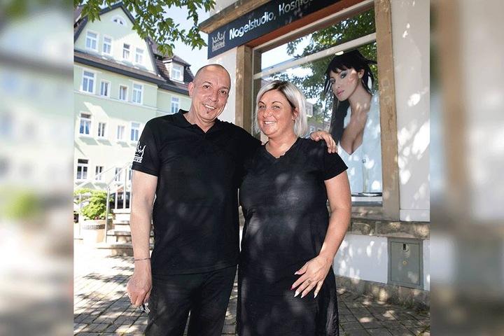 Chefin Sylvia Schmidt (38) freut sich über den ersten Mann in ihrem Team. Frank Brink kümmert sich im Kosmetiksalon ausschließlich um Nägel.