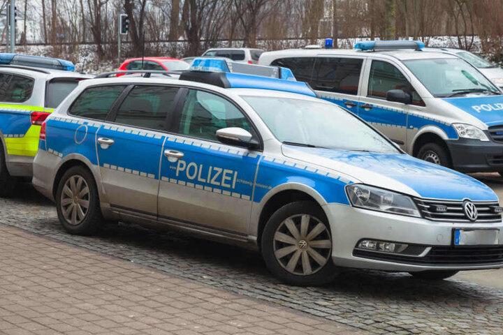 Falsche Polizisten haben zwei Autofahrer auf einem Parkplatz an der Autobahn 10 bei Werder (Potsdam-Mittelmark) ausgeraubt.(Symbolbild)