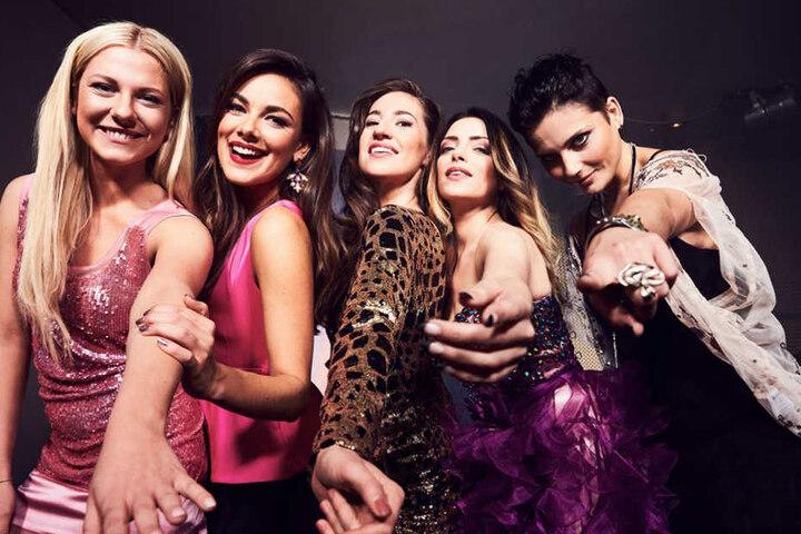Ihre Soap-Kolleginnen werden Elena (Mitte) sicher stark vermissen.