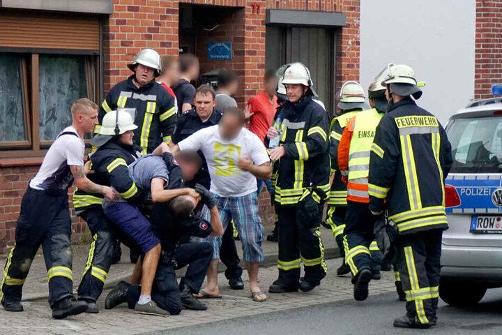 Die verbalen und körperlichen Angriffe auf Polizisten, Feuerwehrleute und Sanitäter haben zuletzt zugenommen (Symbolbild).