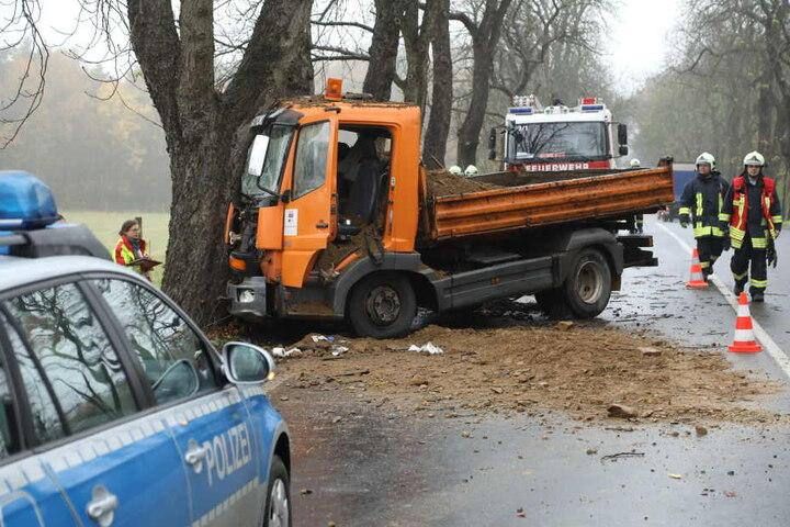 Der Fahrer musste verletzt ins Krankenhaus.