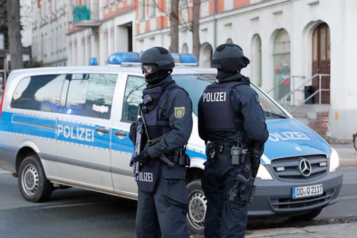 Am Montagnachmittag stürmten auf einmal schwer bewaffnete Polizisten ein Haus in Gablenz.