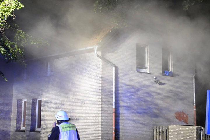Das gesamte Gebäude war in Rauch gehüllt, als die Feuerwehr eintraf.