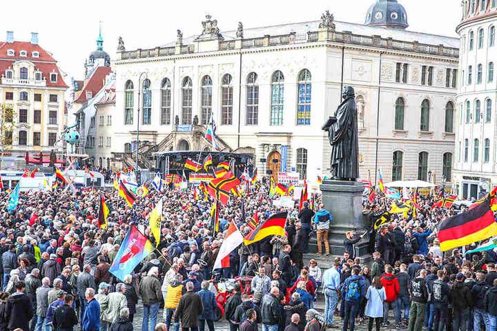 Noch immer läuft PEGIDA durch Dresden. Ausländerfeindliches Denken ist weitverbreitet.