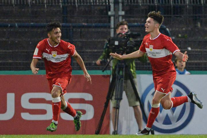 Am Ende gewannen die Stuttgarter mit 2:1 und konnten sich somit bereits zum dritten Mal den Pokal sichern.