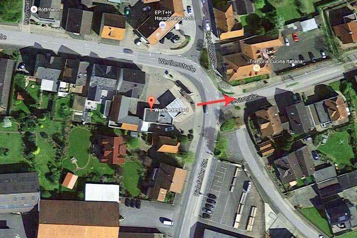 Nachdem der Täter seine Beute eingesteckt hatte, flüchtete er in Richtung Pievitstraße.