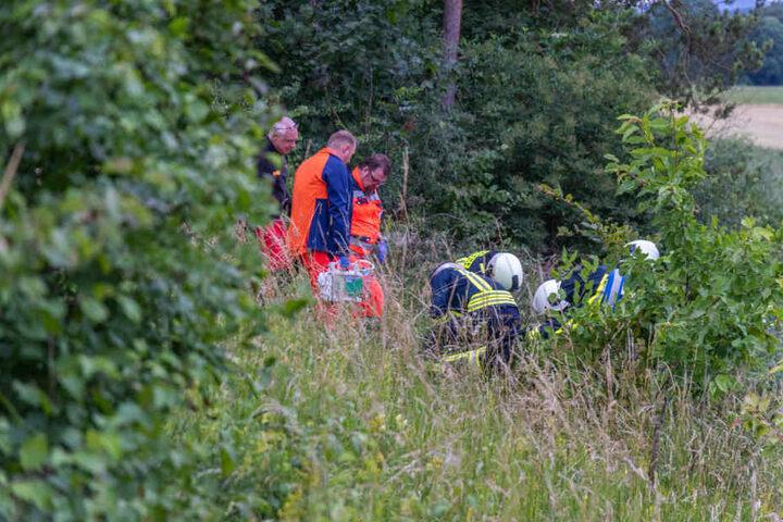 Die Feuerwehr musste die Verletzte auf einer Matratze den Berg hinunter holen.