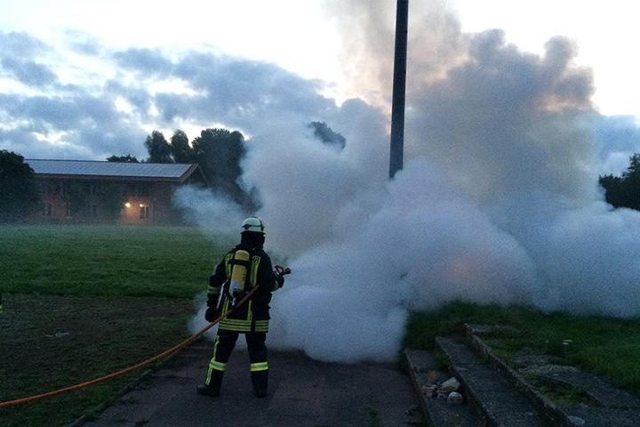 Die Feuerwehr hat das Feuer schnell im Griff gehabt.