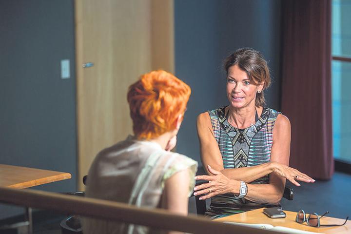 Gerit Kling (51, r.) im Gespräch mit  Morgenpost-Reporterin Katrin Koch.