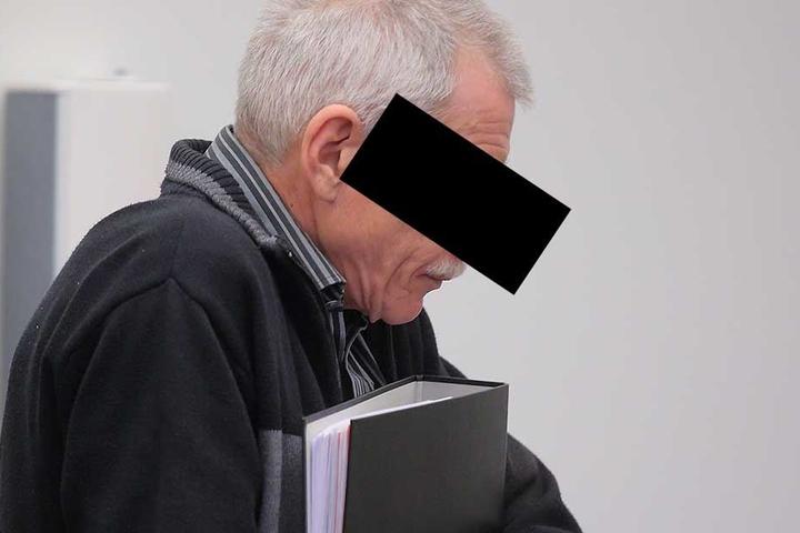 Helmut K. (61) gestand, im Juni seine Frau erschlagen zu haben. Im Juli stellte er sogar noch einen Antrag auf Hinterbliebenenrente!