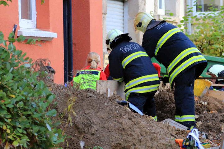 Die Feuerwehr musste den Mann aus seiner misslichen Lage befreien.