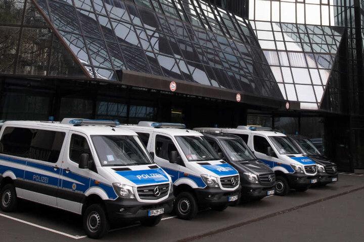Razzia bei der Deutschen Bank: Ermittler haben am Donnerstag und Freitag unter anderem die Zentrale des Bankhauses in Frankfurt durchsucht.