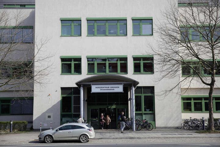 Im Herzzentrum Dresden wird Wolle Förster morgen früh operiert - gleich als  Erster steht er auf dem OP-Plan.