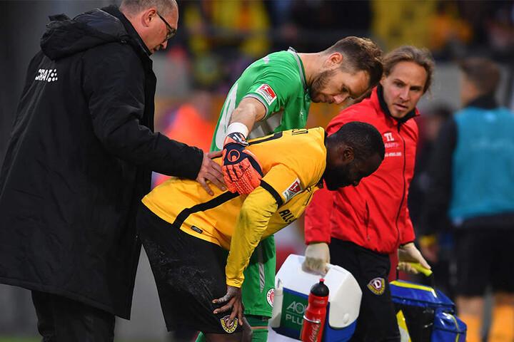 Erich Berko während der Partie gegen St. Pauli. Schon da musste er behandelt werden.