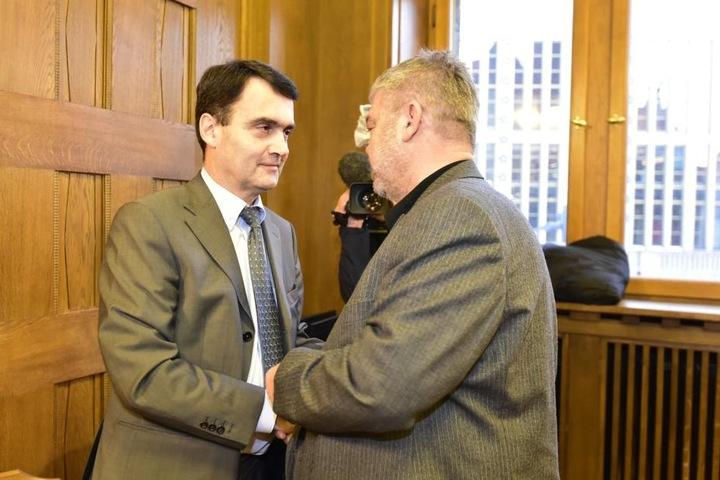 Dr. Mathias Hänel (l.) begrüßt CDU-Stadtrat Wolfgang Höhnel (r.)