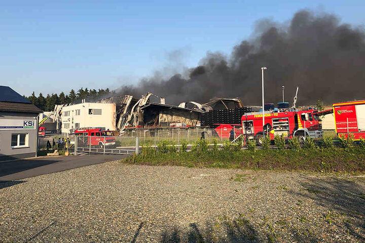 Das Feuer war am späten Mittwochnachmittag in einer Chemiefabrik nahe Reichenbach ausgebrochen.