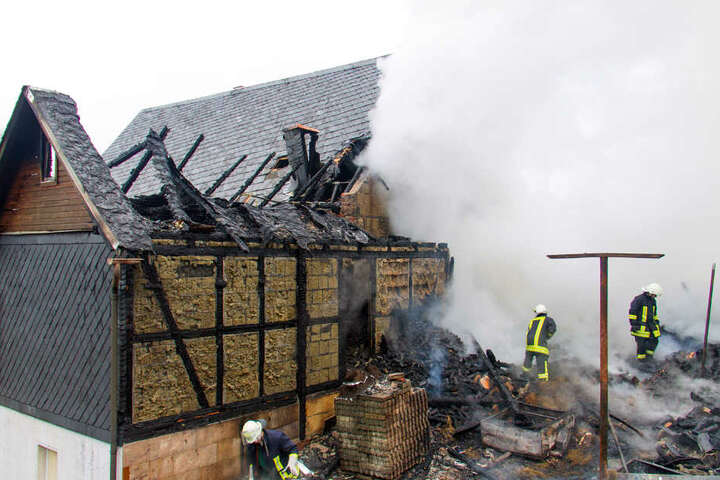Der Brand zerstörte die Gebäude.