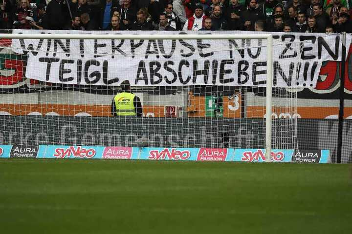 Deshalb wollen ihn die Augsburger Fans nun loswerden.