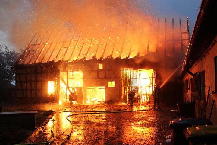Das Gebäude stand lichterloh in Flammen.
