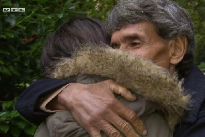 Am Ende konnte Oscar seine lange vermisste Tochter wieder in die Arme schließen.