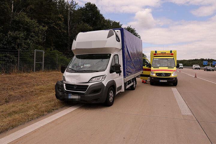 Die Insassen im Transporter sollen unverletzt geblieben sein.