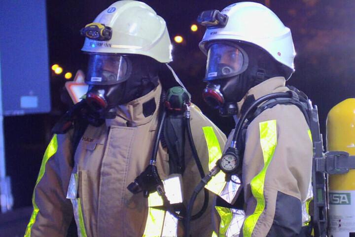 Feuerwehrmänner am Einsatzort.