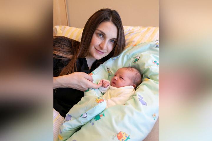 Mutter Svitlana ist 33 Jahre alt.
