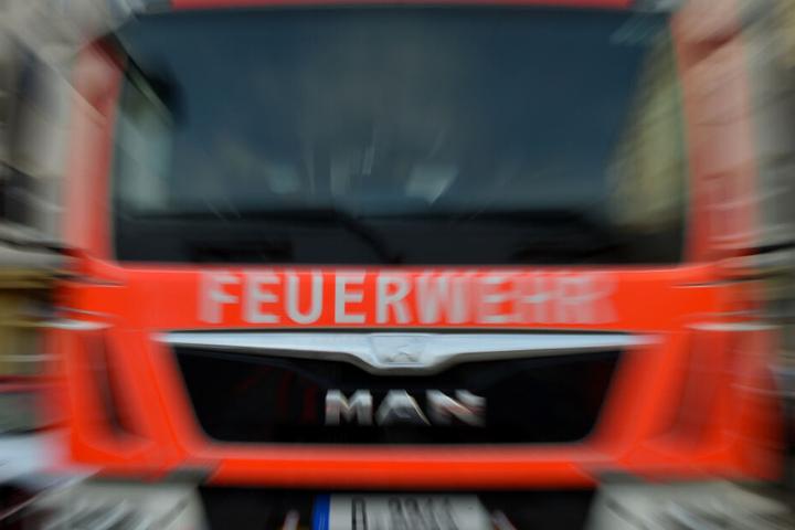 Die Feuerwehr rückte zu den Bergungsarbeiten an. (Symbolbild)