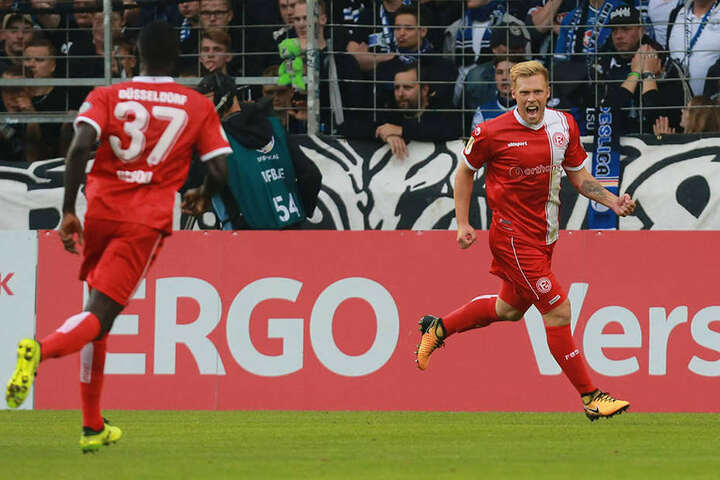 Matchwinner Rouwen Hennings (li.) konnte von den Arminen nicht gehalten werden.