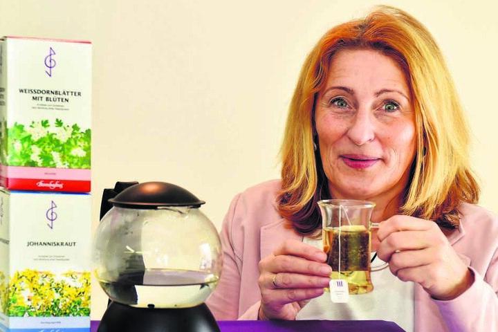Bombastus-Mitarbeiterin Andrea Rammer (55) hat sich einen Johanniskraut-Tee aufgebrüht.