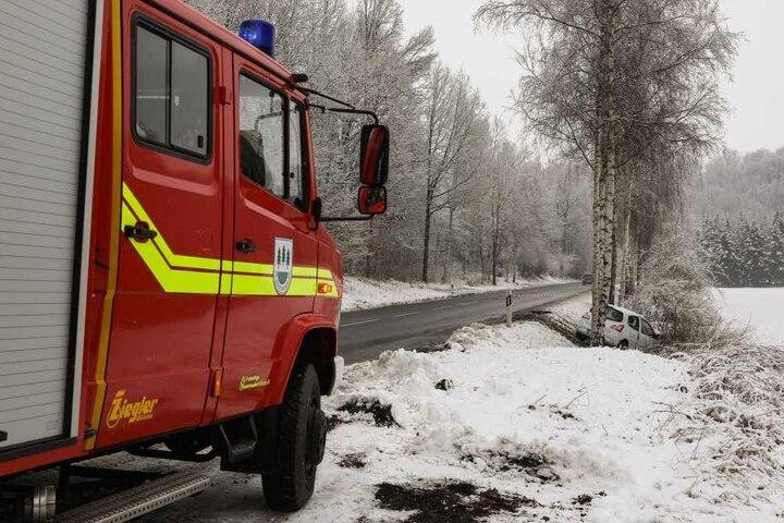 Die Straße musste für den Rettungseinsatz vorübergehend voll gesperrt werden.