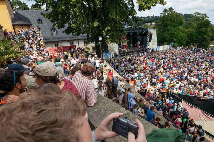 Hunderte Besucher sahen bereits in der Woche Auftritte der verschiedenen Bands.