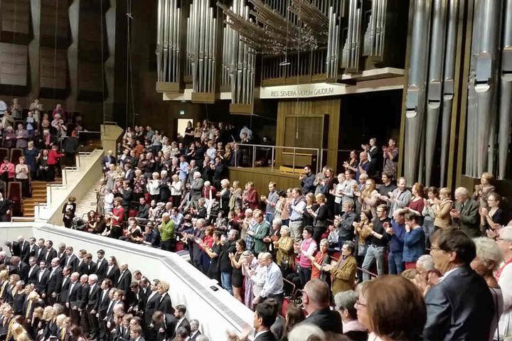 Das begeisterte Publikum feierte den ehemaligen Kapellmeister des Gewandhausorchesters mit Standing Ovations.