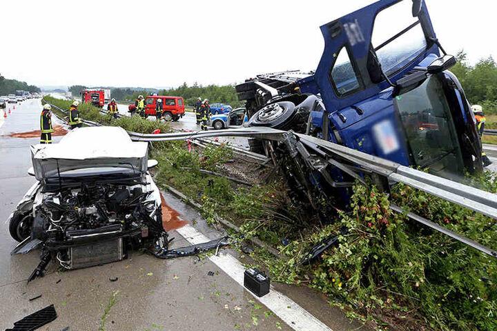 An beiden Fahrzeugen entstand erheblicher Schaden.