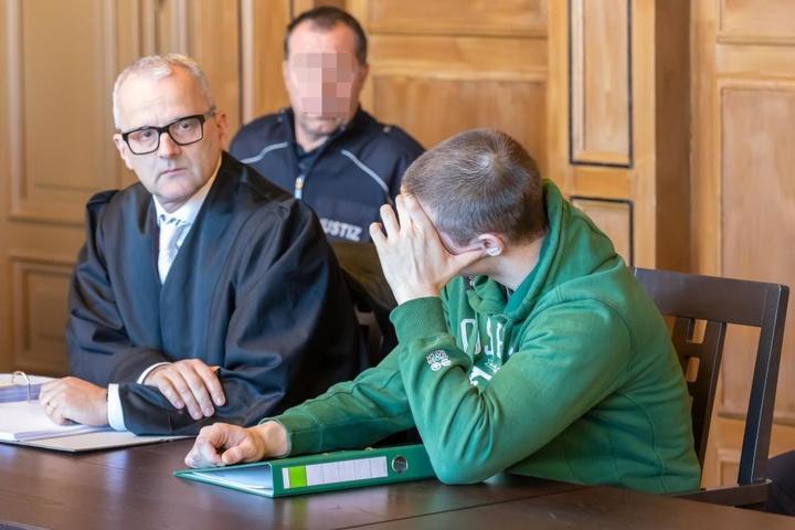 Angeklagter Sebastian M. (r.) mit seinem Verteidiger am Mittwoch am Gericht in Zwickau.