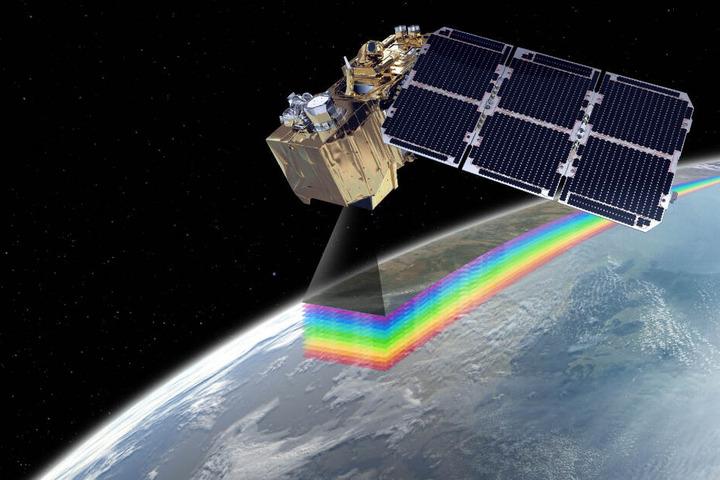 """Der europäische Erdbeobachtungs-Satellit """"Sentinel-2B"""" von Airbus."""
