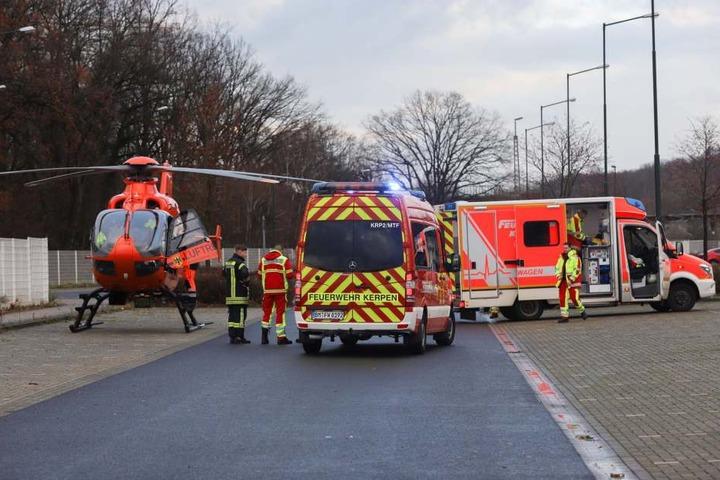 Der 21-Jährige kam mit einem Rettungshubschrauber schwer verletzt in eine Uniklinik.