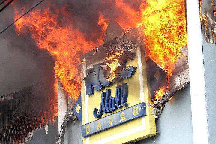 In der NCC Mall in Davao brannte es.