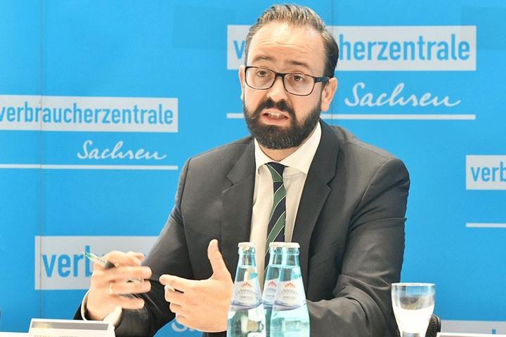 Justizminister Sebstian Gemkow (40, CDU) hat sich selbst schon mehrfach ausgesperrt, warnt nun vor windigen Schlüsseldiensten.