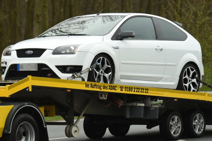 Einige Autos mussten abgeschleppt werden, weil sie zu heftig aufgemotzt wurden.