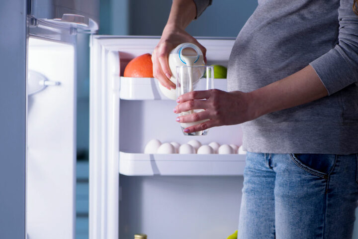 Eine Frau trank von der vergifteten Milch. (Symbolfoto)